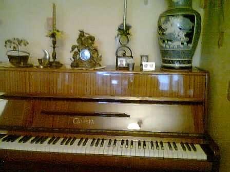 pianino-calisia-malo-uzywane-stan-idealny