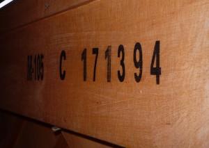 """Numer seryjny pianina jest zazwyczaj z tyłu każdej """"Legnicy"""" i """"Calisii"""""""