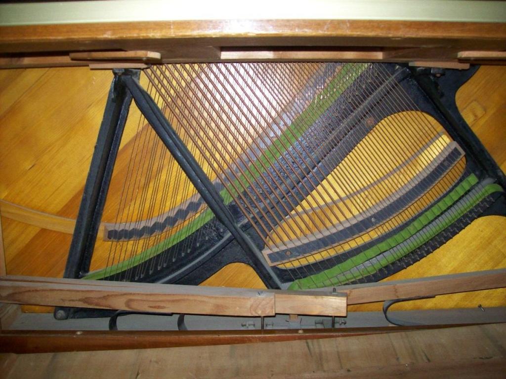 Jeszcze inne pianino - kształt ramy do porównania