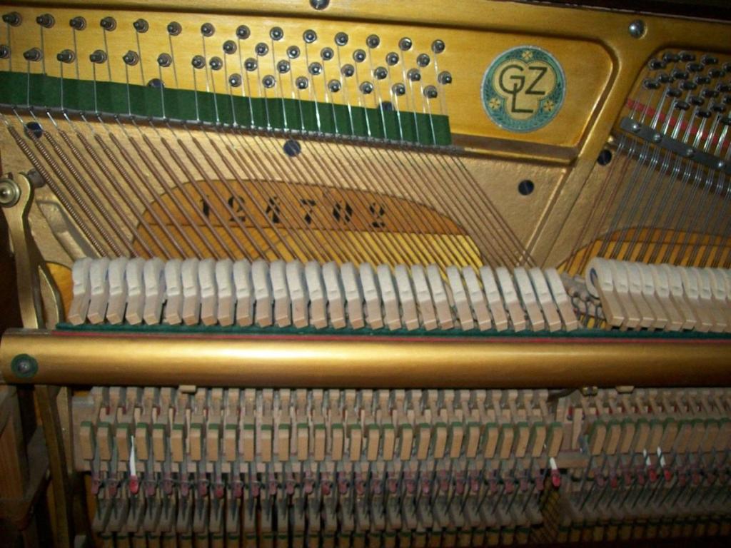 Jeszcze inne pianino. Nieco inny kształt ramy.