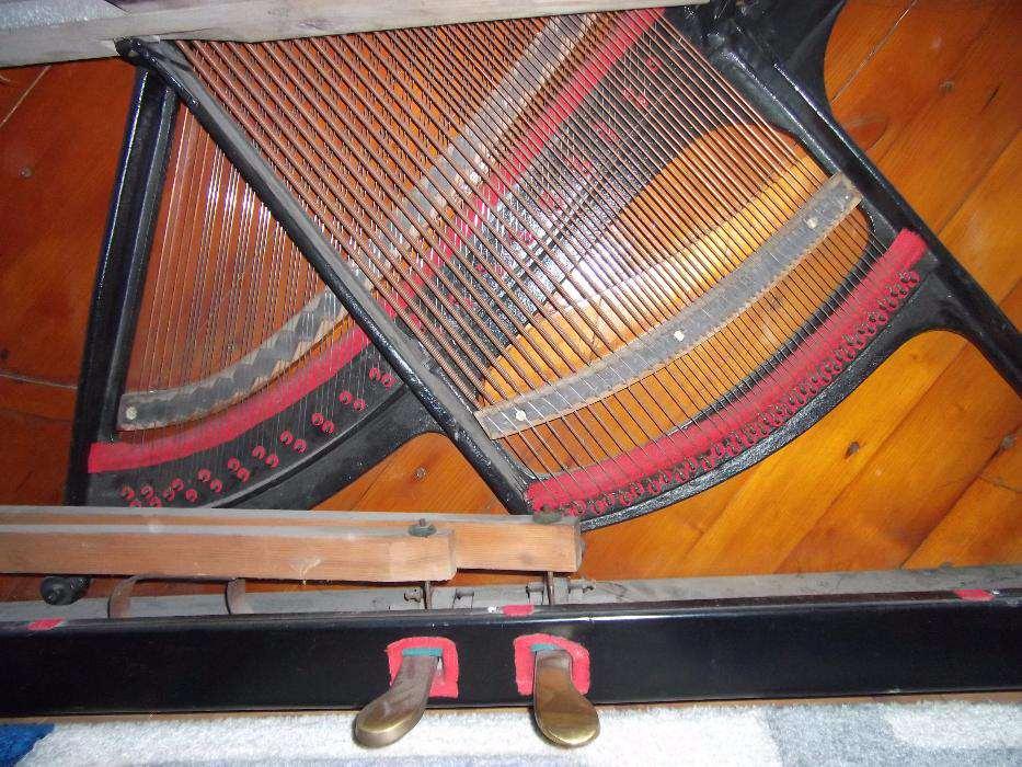 Inne pianino - kształt ramy do porównania